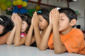 children-praying